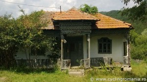Abandoned-house-in-Sarulesti-Village