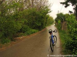 Quiet-narrow-roads-in-Dealu-Mare