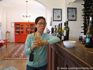 Tasting-several-types-of-wine