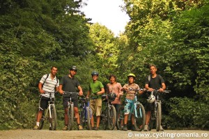 05-Family-group-enjoying-cycling
